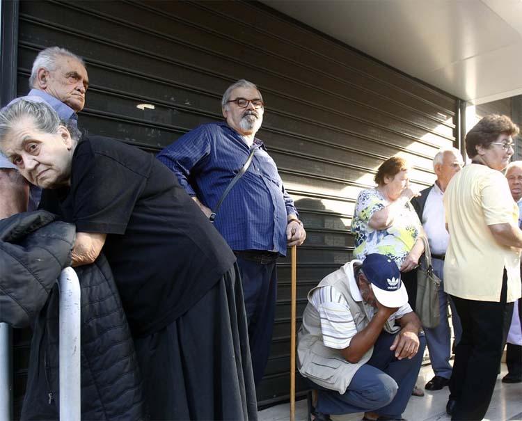 οδύσσεια των συνταξιούχων μετά τις νέες περικοπές